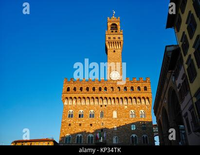 The Palazzo Vecchio (´Old Palace´) is the town hall of Florence, Italy. It overlooks the Piazza della Signoria with - Stock Photo