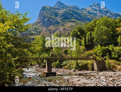 Cares River, Cain, Valle de Valdeón, Valdeón Valley, Picos de Europa National Park, province of León, Castile and - Stock Photo