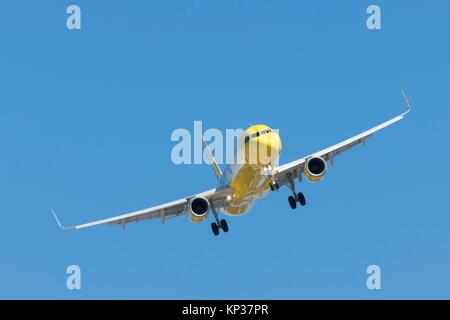 A Jet airplane on final approach to land at San Diego Airport - Stock Photo