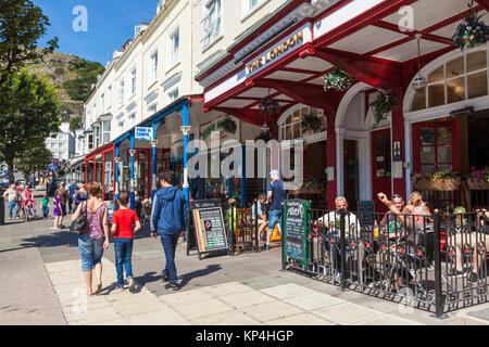 north wales llandudno north wales llandudno town centre Mostyn street with the London pub and tourists llandudno - Stock Photo