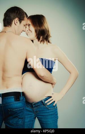 Werdende, junge Eltern - parents-to-be - Stock Photo
