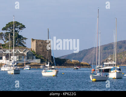 Fowey harbour entrance with Polruan blockhouse which formerly controlled access to the harbour on the headland  - Stock Photo