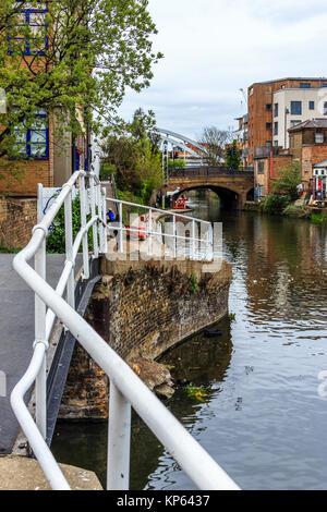 Regent's Canal towpath by Kingsland Basin, London, UK - Stock Photo
