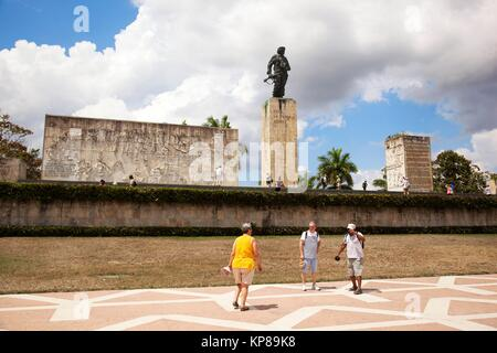 Tourists in front of Monumento y Mausoleo- Monument and Mausoleum to Ernesto Che Guevara, Santa Clara, Villa Clara - Stock Photo