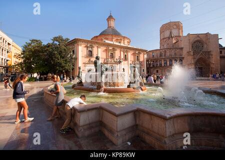 View to the Turia fountain with the Virgen de los Desamparados Basilica and Santa Maria del Mar Cathedral on the - Stock Photo