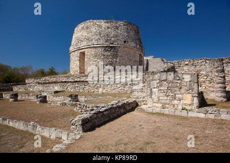View to the Templo Redondo-Round Temple and to the visitors climbing up to the Castle of Kukulcan-Castillo de Kukulcan - Stock Photo