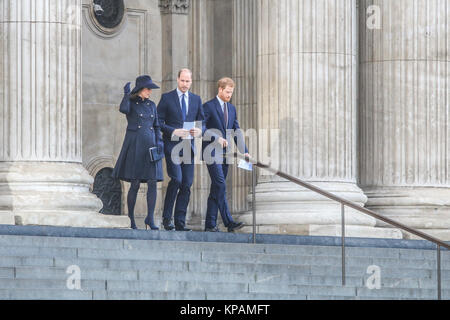 London, UK. 14th Dec, 2014. The Duke and Duchess of Cambridge and Prince Harry leave Saint Paul's cathedral at the - Stock Photo