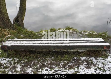 Poznan, Wielkopolska, Poland. 14th Dec, 2017. December 14, 2017 - Poznan, Poland - Winter is knocking on the autumn's - Stock Photo