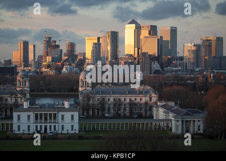 Greenwich, London, United Kingdom. 14th December, 2017. A wintry sunset seen from Greenwich Park in south east London. - Stock Photo