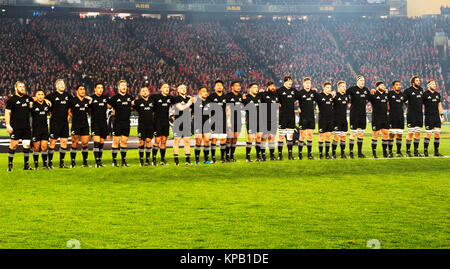 The All Blacks rugby team on the pitch in Eden Park, Auckland, New Zealand prior to the Rugby World Cup Final against - Stock Photo