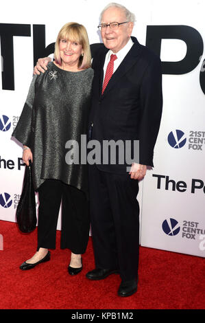 Susie Buffett and Warren Buffett attend 'The Post' premiere at the Newseum on December 14, 2017 in Washington, D.C., - Stock Photo