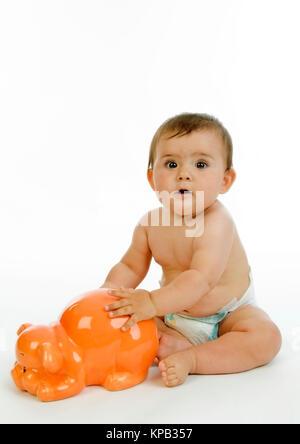 Model release, Kleinkind mit Sparschwein, Symbolbild Altersvorsorge - little child with piggy bank - Stock Photo