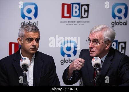 London, UK. 22nd November, 2017. Sadiq Khan, Mayor of London, and John McDonnell MP, Shadow Chancellor, give their - Stock Photo