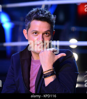 MADRID, SPAIN - MARCH 17: Alejandro Sanz, Laura Pausini and Javier Vazquez pose during a photocall to present 'La - Stock Photo