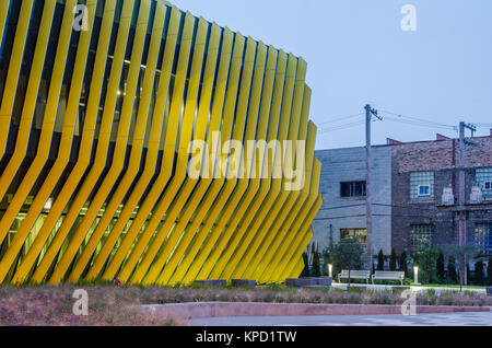 Exterior of El Centro location of Northeastern Illinois University, designed by JGMA. - Stock Photo