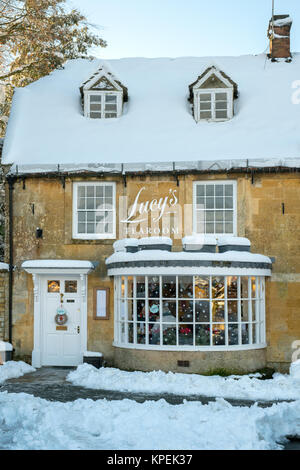 Lucys tearoom at christmas time in the snow. Stow on the Wold, Cotswolds, Gloucestershire, England - Stock Photo