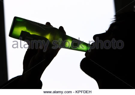 POSED BY MODEL. File photo dated 29/01/09 of a generic photo of a teenager drinking alcohol. Health experts have - Stock Photo