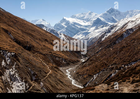 On the way in the direction of passing Thorung La. Nepal, Himalayas, Annapurna Conservation Area - Stock Photo
