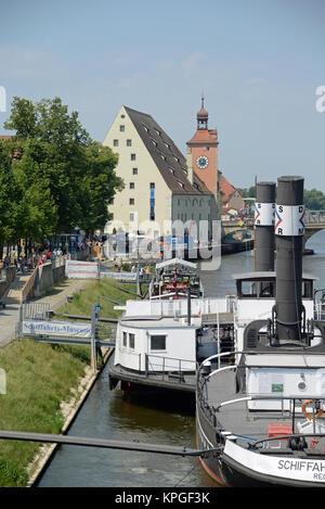 salzstadel, stadttor,  regensburg, kirche, bayern, deutschland, brd, donau, fluss, stadt, schiff,  ufer, architektur, - Stock Photo
