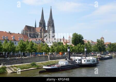 Regensburger Dom, dom, regensburg, kirche, bayern, deutschland, brd, donau, fluss, stadt, schiff, raddampfer, ufer, - Stock Photo