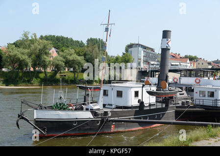 regensburg,  bayern, deutschland, brd, donau, fluss, stadt, schiff, raddampfer, ufer, schiffahrtsmuseum, museum, - Stock Photo