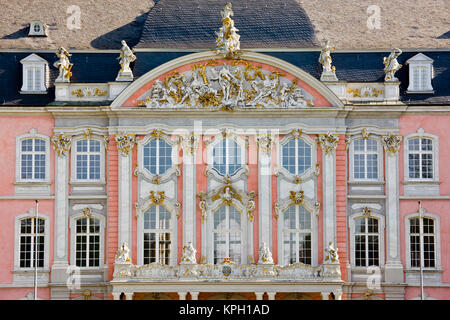 Germany, Rheinland-Pfaltz, Mosel River Valley, Trier. Prince Elector's residence in the Palastgarten park. - Stock Photo