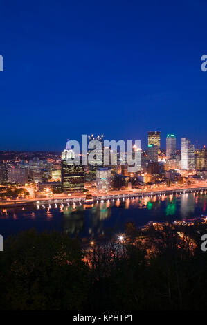 USA, Pennsylvania, Pittsburgh: Downtown View from Grandview Avenue Overlook / Evening - Stock Photo