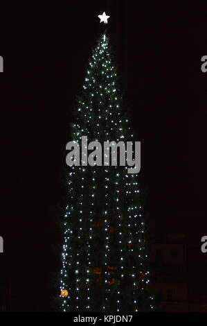 London, UK. 15th Dec, 2017. Christmas Tree in Trafalgar Square which was gifted by the City of Oslo as a token of - Stock Photo
