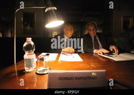 Italia, 15 dicembre 2017. 15th Dec, 2017. Giorgio Napolitano, un Napoli per partecipare al convegno Â«Tra filosofia - Stock Photo