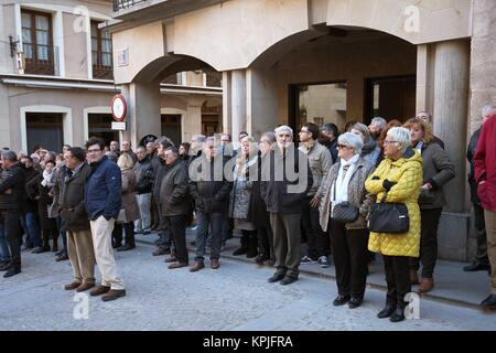 Alcaniz, Spain. 16th December, 2017.  Relatives and family of the two civil guards killed in a shooting attend their - Stock Photo