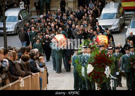 Alcaniz, Spain. 16th December, 2017.  The coffins of the two civil guards killed in a shooting are carried by colleagues - Stock Photo