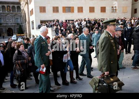 Alcaniz, Spain. 16th December, 2017.  Relatives and family of the two civil guards killed in a shooting grieve for - Stock Photo