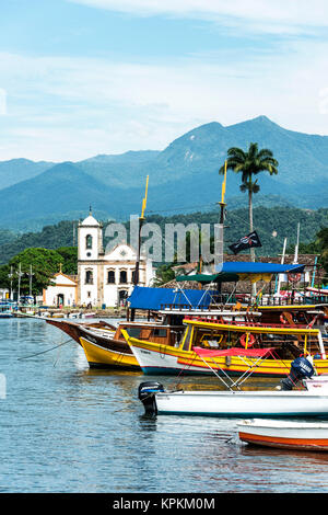 RIO DE JANEIRO, FEBRUARY, 15, 2016 - Tourist boats waiting for tourists near the Church Igreja de Santa Rita de - Stock Photo