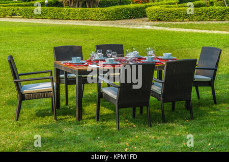Tavolo E Sedie Rattan Bianco.Rattan Garden Table And Chairs With Water Resistant Outdoor