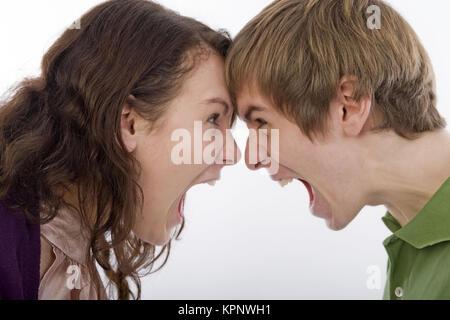 Model release , Junge Frau und junger Mann schreien sich an - screaming each other - Stock Photo