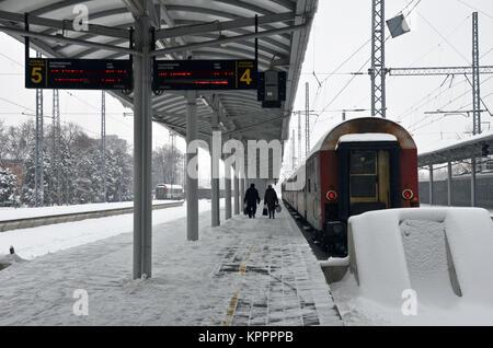 A train on the platform at Vidin railway station, north-western Bulgaria, near Romania, eastern Europe - Stock Photo