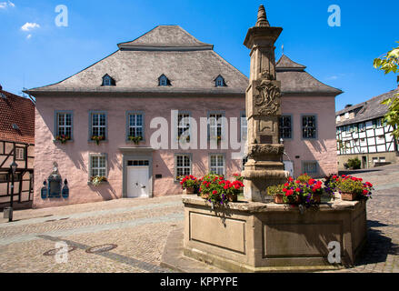 Germany, Sauerland region,  Arnsberg, the old town-hall and the Maximilian fountain at the old market in the old - Stock Photo