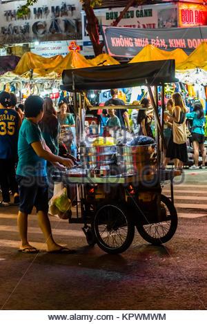 Food vendor at night market, Ben Thanh Market, Ho Chi Minh City (Saigon), Vietnam. - Stock Photo