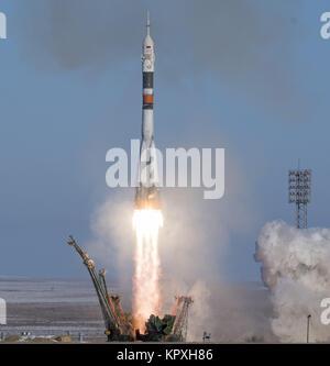 Baikonur, Kazakhstan. 17th Dec, 2017. The Soyuz MS-07 rocket is launched with Expedition 54 Soyuz Commander Anton - Stock Photo