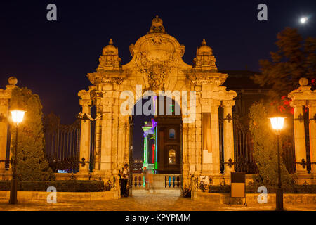 Hungary, Budapest, gate to the Buda Castle - Royal Palace at night - Stock Photo