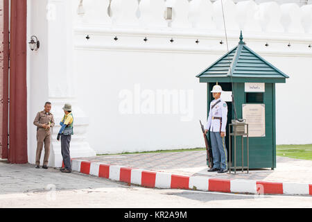Thailand, Armed guards by the royal palace in Bangkok. - Stock Photo