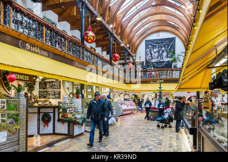 English Market, Cork, Ireland in the run up to Christmas with lots of Christmas shoppers and Christmas decorations. - Stock Photo