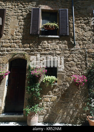The town of Pienza is a small pearl in the Tuscan countryside.  This fantastic town was declared an UNESCO World - Stock Photo