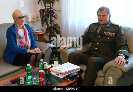 Prague, Czech Republic. 18th Dec, 2017. Defence Minister Karla Slechtova, left, visits general staff, and meets - Stock Photo