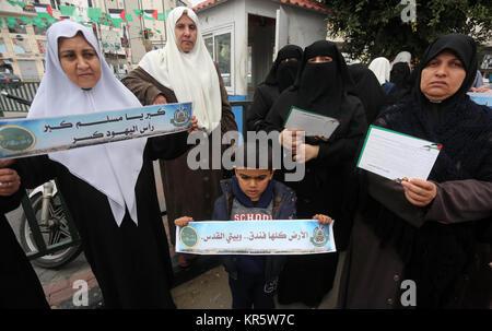 Gaza City, Gaza Strip, Palestinian Territory. 18th Dec, 2017. Palestinian supporters of Hamas movement take part - Stock Photo