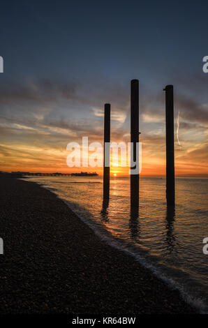Brighton, UK. 19th Dec, 2017. A beautiful sunrise along Brighton seafront with the old West Pier pillars in the - Stock Photo