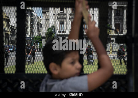 December 18, 2017 - Buenos Aires, Ciudad Autónoma de Buenos Aires, Argentina - Early in the day, a young child - Stock Photo