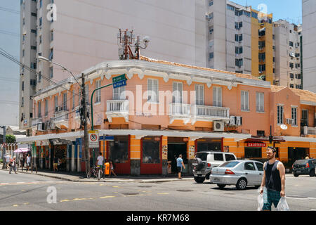 Rio de Janeiro, Brazil - Dec 17, 2017: Street corner with colonial style architecture in busy Copacabana, Rio de - Stock Photo