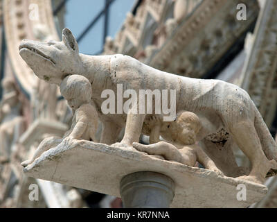 Siena - column with the she-wolf in front of the Duomo facade - Stock Photo