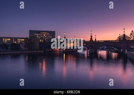 Moltke Bridge and German Chancellery at dusk, on a winter evening, in Berlin. - Stock Photo